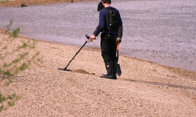 BEST METAL DETECTOR FOR THE BEACH